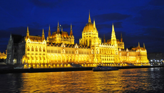 """Hungary-2605 - Hungarian Parliament Building"" (CC BY-SA 2.0) by archer10 (Dennis) OFF"